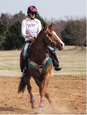 Fallon Taylor counter-arcing a horse